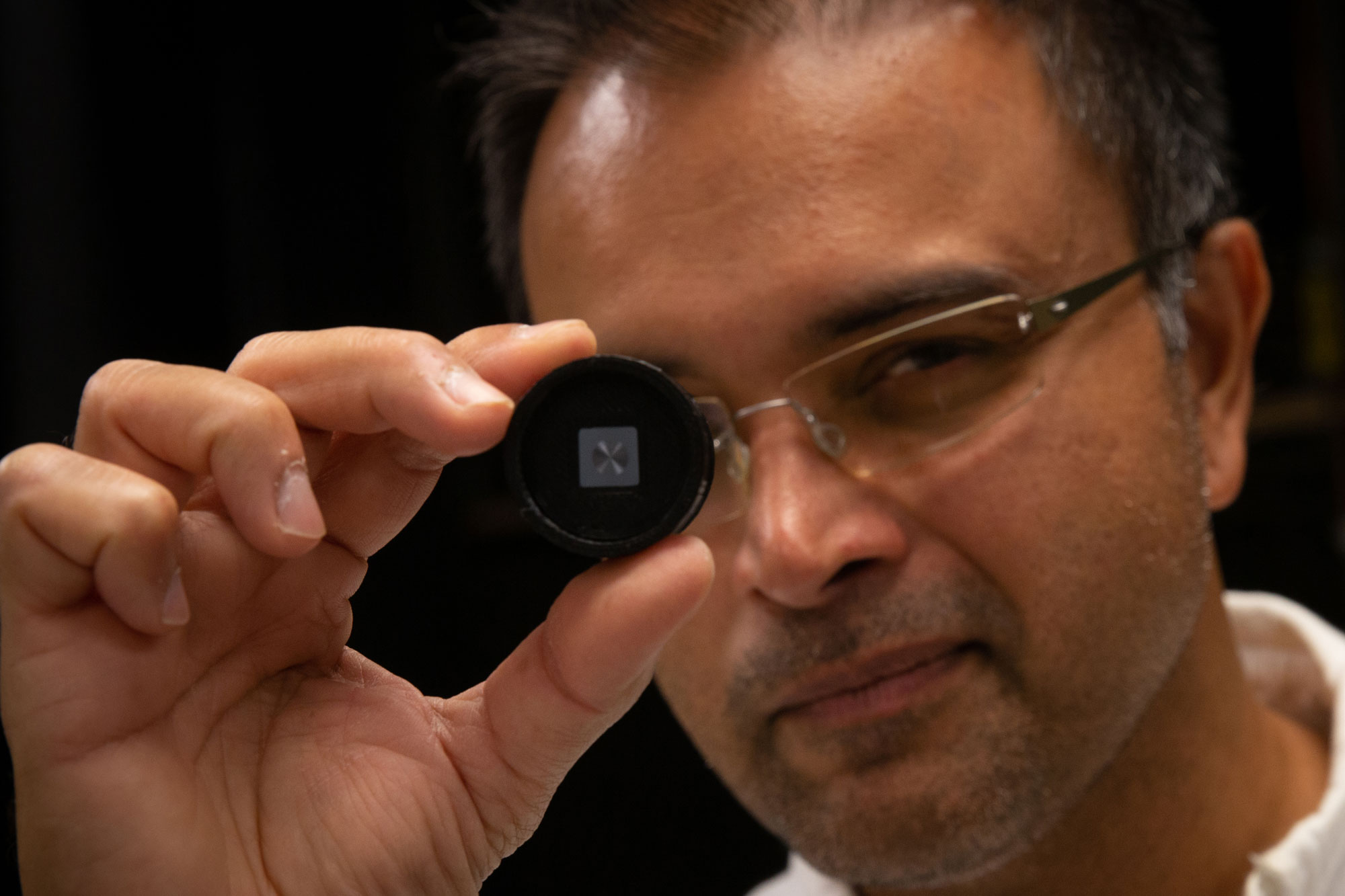 University of Utah electrical and computer engineering associate professor Rajesh Menon is part of a team that has developed a super thin, flat and lightweight optical lens capable of filming in the dark