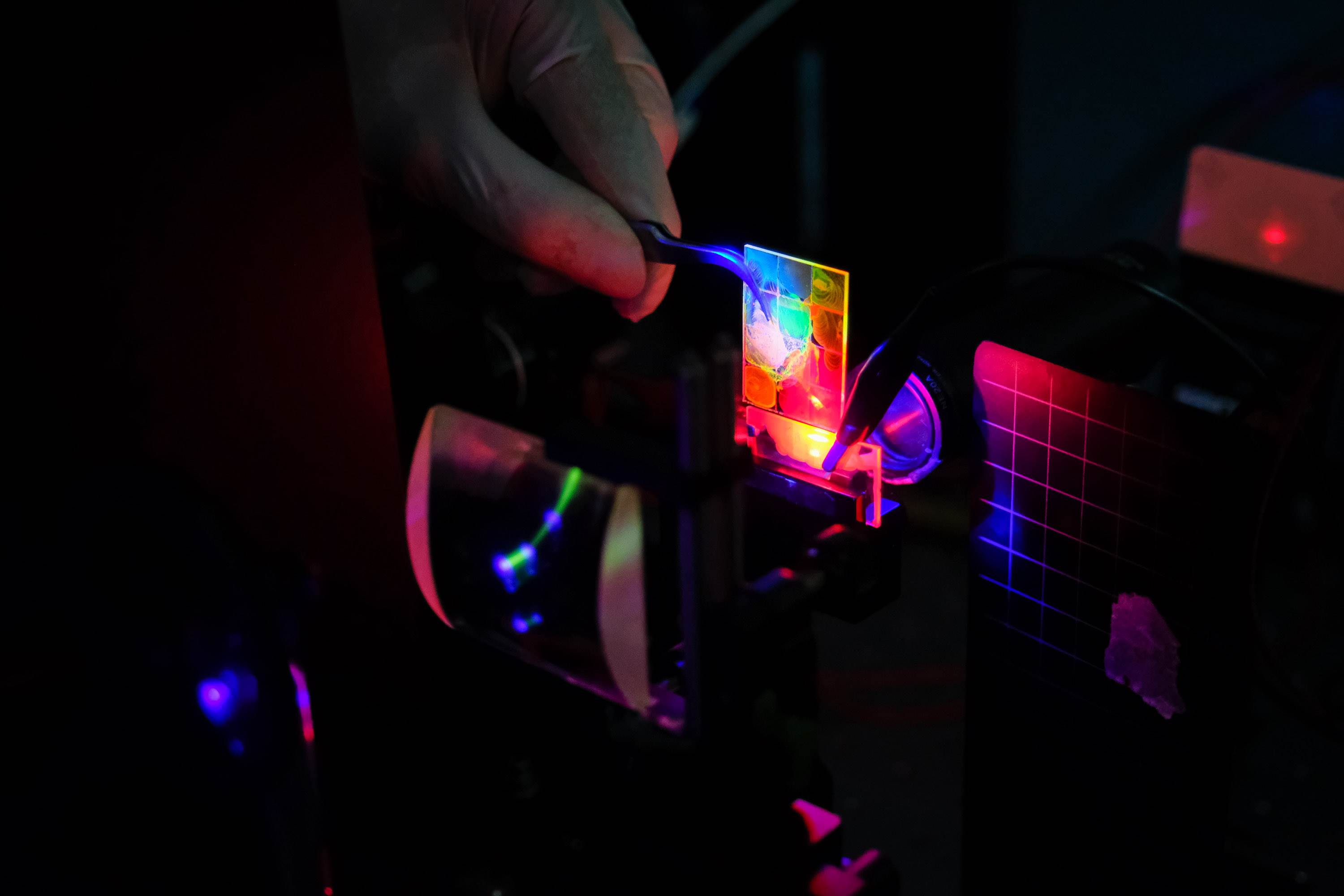 Glass plates with applied colloidal quantum dots which can emit different spectrums light when electrically and optically pumped, which makes it suitable as a laser material.