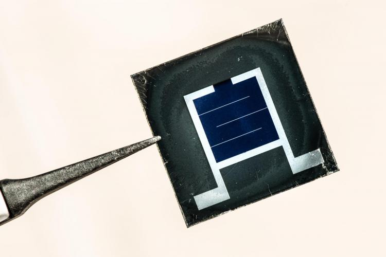 Perovskite/silicon tandem solar cells are contenders for the next-generation photovoltaic technology, with the potential to deliver module efficiency gains at minimal cost