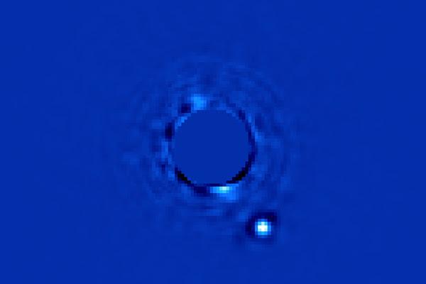 http://www.opli.net/media/3382/planet-beta-pictoris-b-may-img.jpg