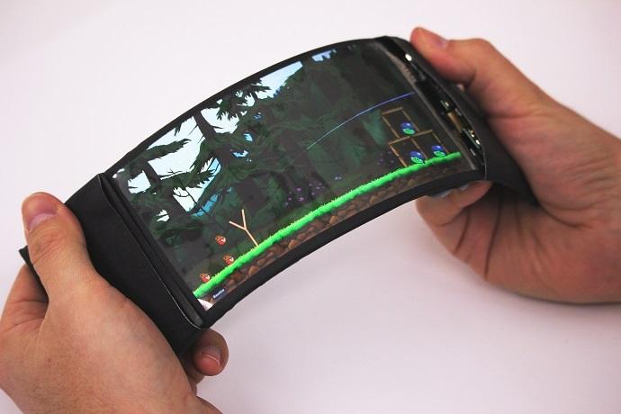 Оголошений першим у світі голографічним, гнучким смартфоном, HoloFlex все ще розробляється