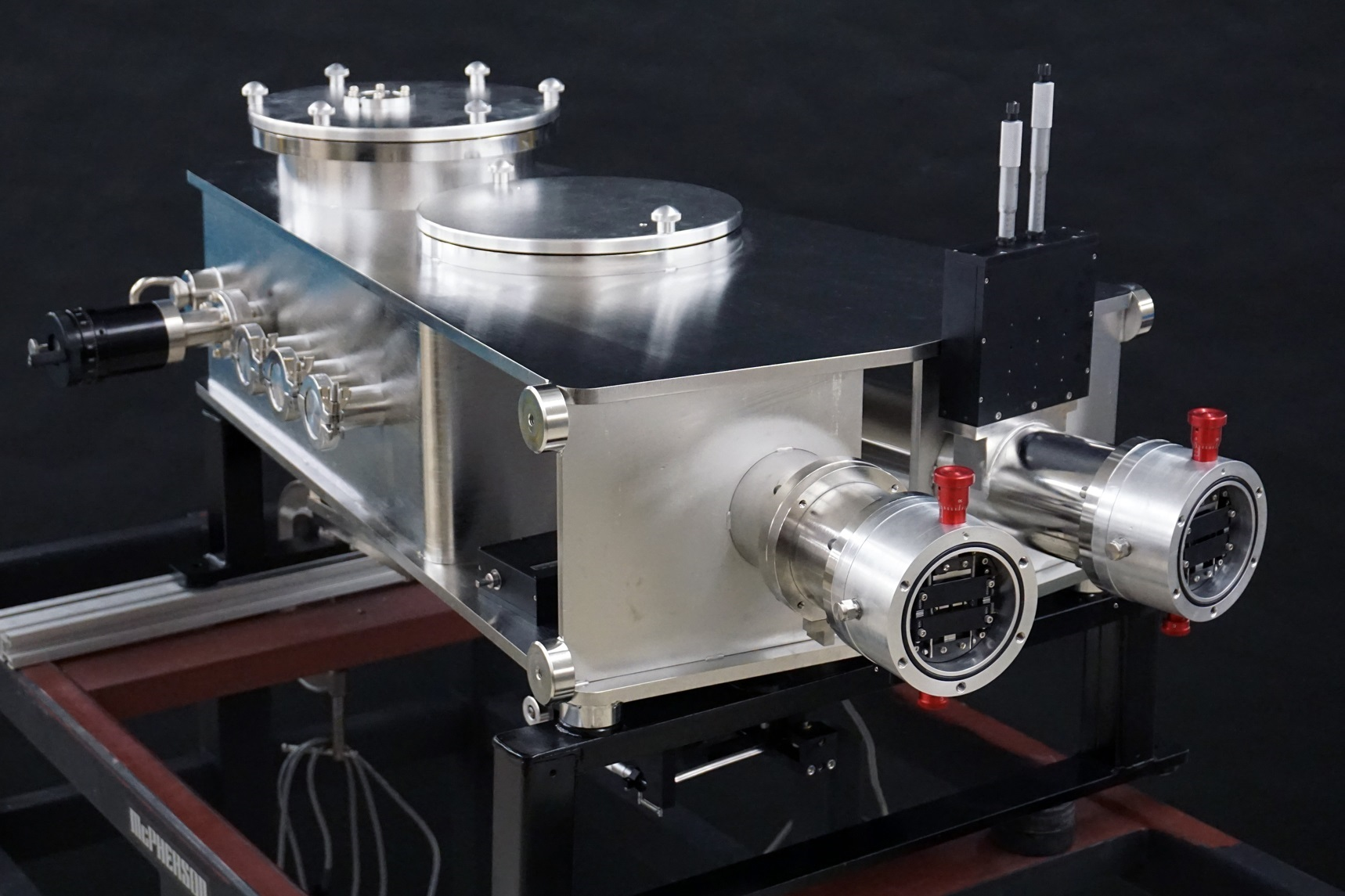 Imaging spectrometer for vacuum ultraviolet