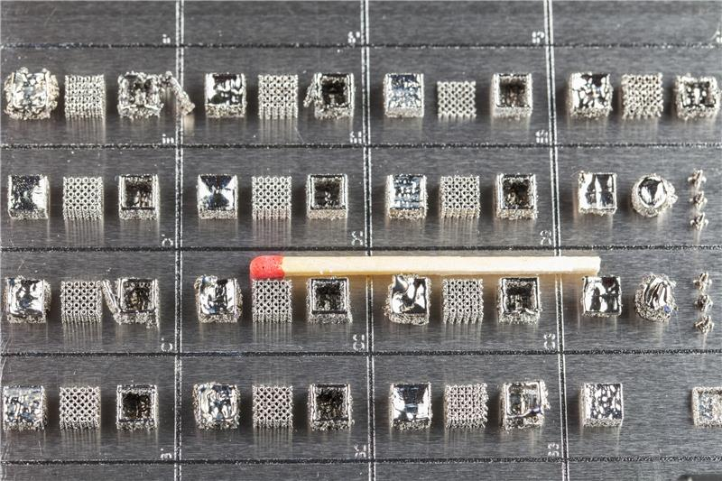 These small sized samples are made out of oxide dispersion strengthened titanium aluminides and have been made as part of the PhD-work.