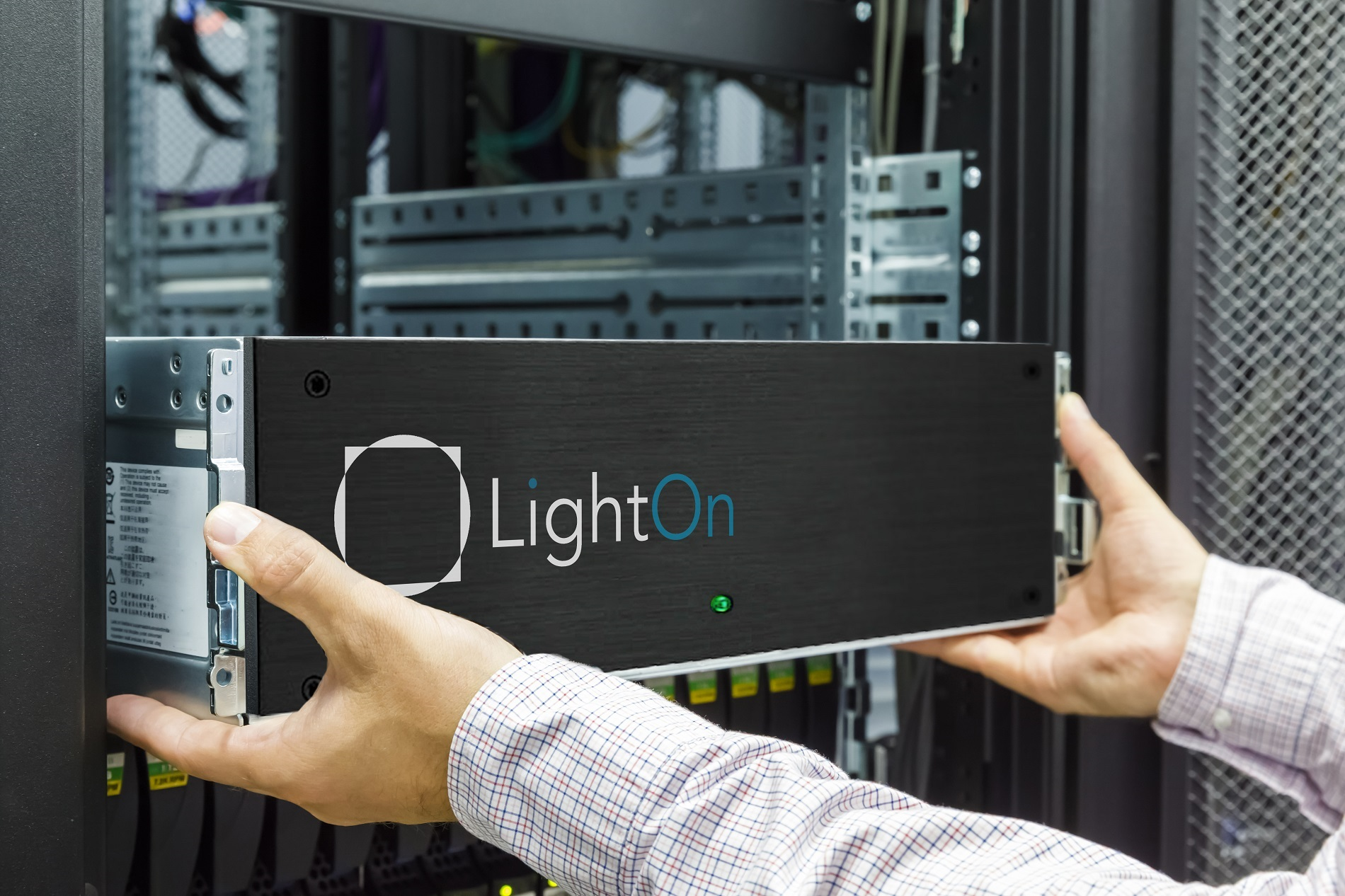 LightOn Cloud offers faster large-scale Artificial Intelligence